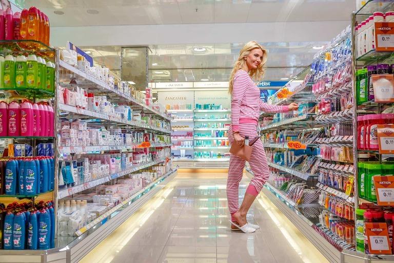 Einkaufen im Schlafanzug? - Werbekampagne für Hauselektronik